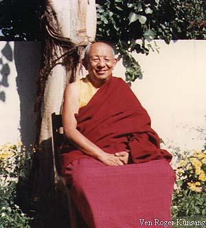 Tsenciab Serkong Rinpoche: Contemplare le varie tipologie di azioni distruttive che abbiamo compiuto e i loro risultati è una maniera molto efficace di assicurarci benessere e felicità.