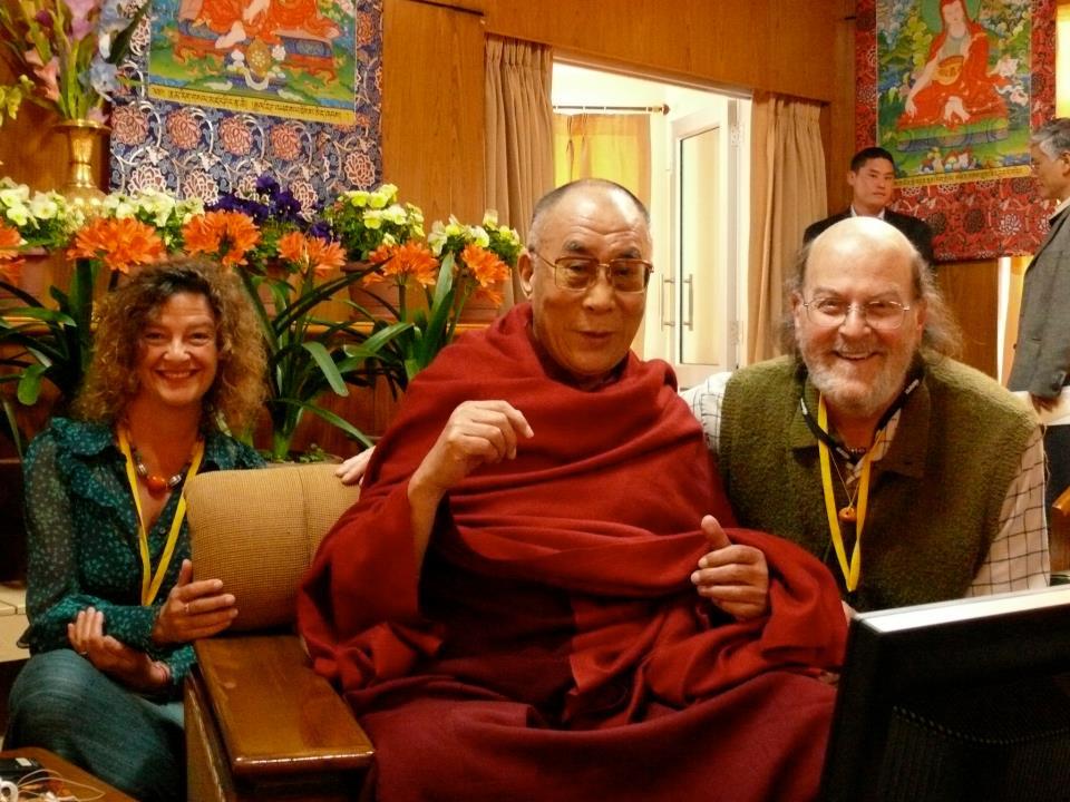 Sua Santità il Dalai Lama ed Arthur Kaufmann, che ha lasciato il corpo nel dicembre 2011 e che ricordiamo con profondo affetto e stima.