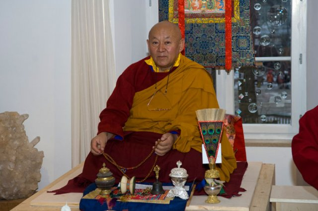 Sua Santità Drikung Kyabgon Chetsang Rinpoche: Con il potere della grande compassione pratichiamo i precetti essenziali dell'insegnamento del Buddha ed otteniamo la piena comprensione della realtà ultima, che ha luogo quando la mente si stabilizza in Mahamudra.