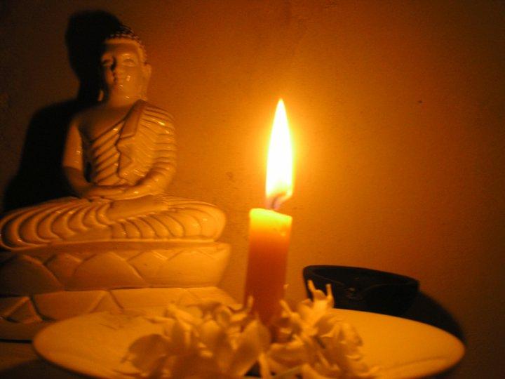 Dhammapada 156: Chi non ha rispettato la disciplina e da giovane non ne ha fatto tesoro giace come un arco spezzato, rimpiangendo il passato.