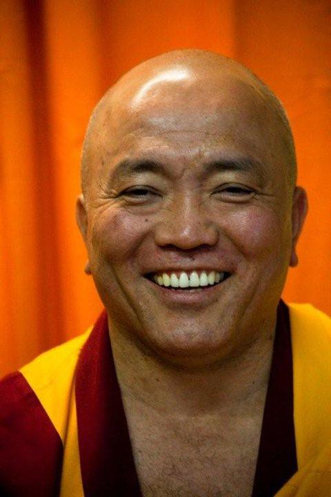 """Il Ven. Geshe Tenzin Tenphel insegna che """"alla pace si arriva educando la mente: la pace è prima di tutto un fatto interiore""""."""