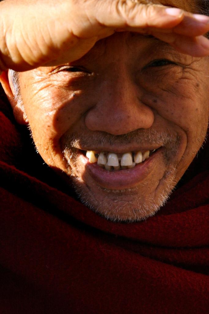 Ghesce Ciampa Ghiatso: La saggezza dovuta alla realizzazione del sentiero dell'accumulazione deriva dall'ascolto e dalla riflessione, mentre quella dello stadio della preparazione deriva dalla meditazione.