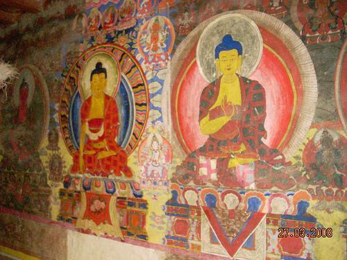 Secondo il Buddismo, anche se le altre persone, la società e così via contribuiscono ai nostri problemi, non ne costituiscono la fonte più profonda. Per scoprire la radice profonda dei nostri problemi dobbiamo guardare dentro noi stessi.