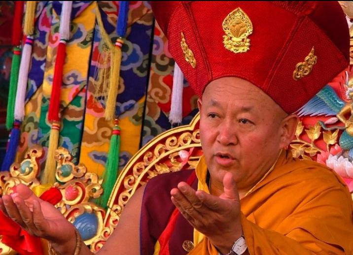 Sua Santità Drikung Kyabgon Chetsang Rinpoche: La causa fondamentale del nostro essere bloccati nell'esistenza ciclica, nel samsara, è il nostro eccessivo attaccamento a vari oggetti.