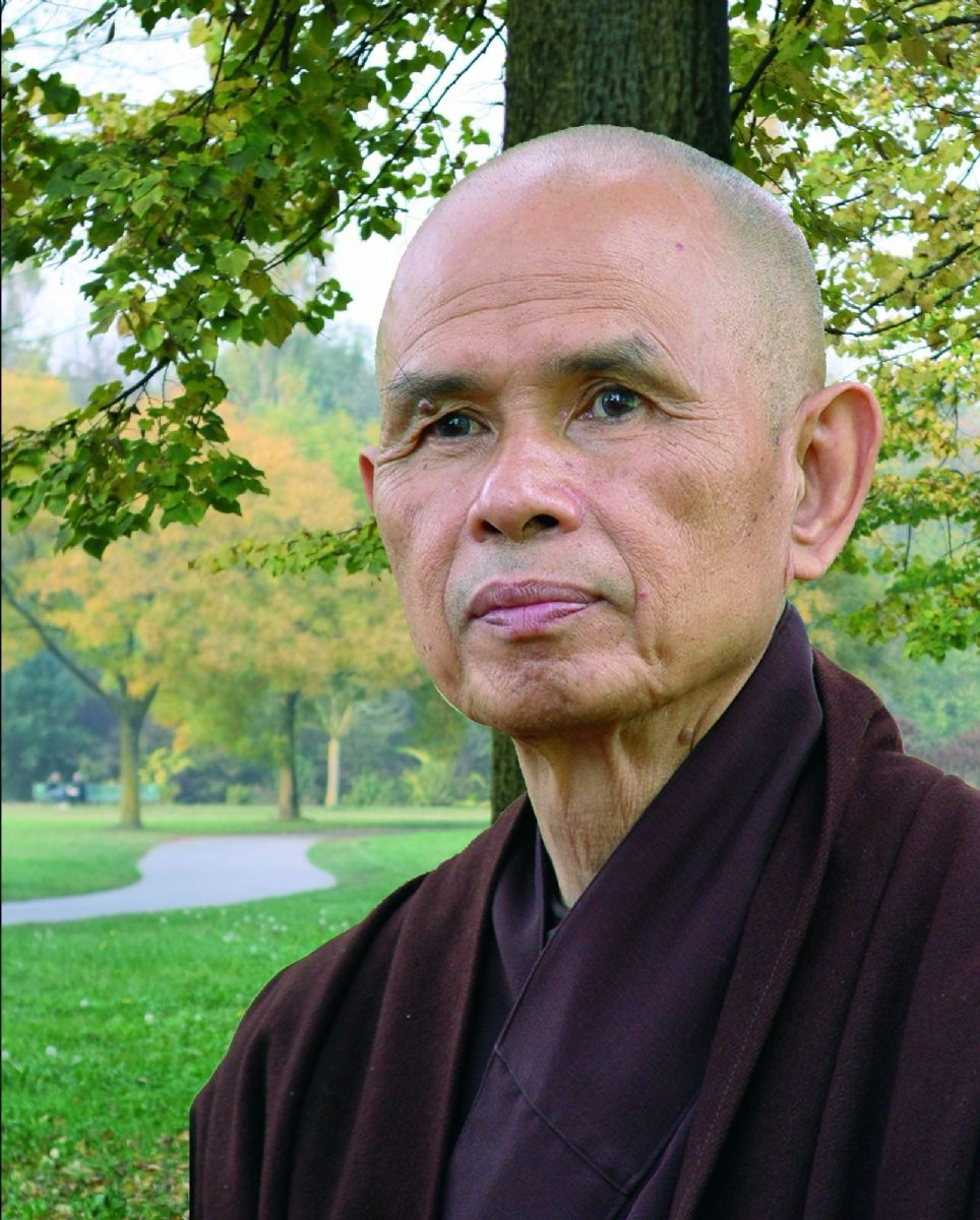 Thich Nhat Hanh: Stabiliamoci nel momento presente, mangiando in modo che durante il pasto possano realizzarsi stabilità, gioia e pace.