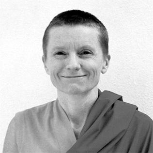 Sangye Khadro (Kathleen McDonald): Il principale beneficio della pratica di questa meditazione è che ci obbliga a decidere quali atteggiamenti e attività hanno veramente valore.