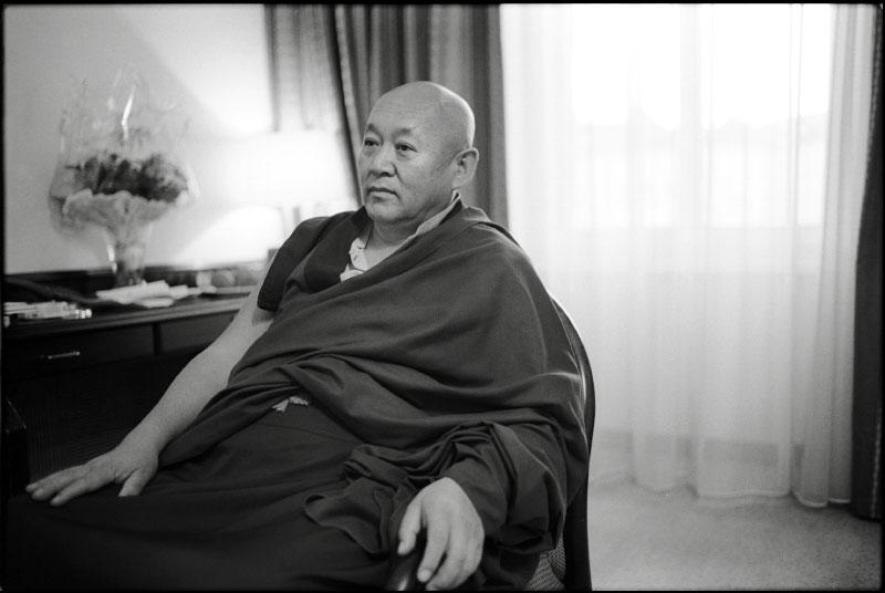 Sua Santità Drikung Kyabgon Chetsang Rinpoche: Quando guardiamo la mente, la prima sostanza essenziale, o entità che si incontra è la chiarezza.