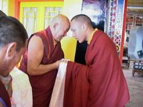 Sua Santità Drikung Kyabgon Chetsang Rinpoche e Sua Santità il XVII Karmapa.