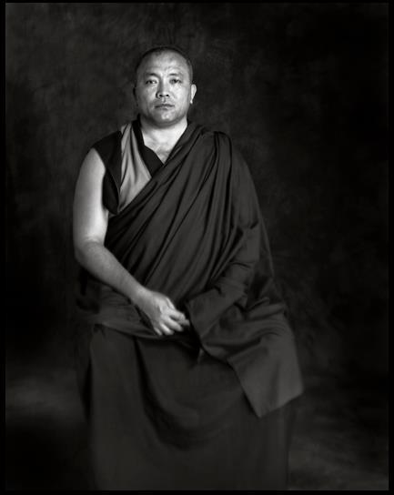 Ven. Gheshe Tenzin Tenphel: Fino a quando la vostra mente non ha l'agilità, per cui riesce ad essere più forte delle condizioni esterne, è chiaro che dovete supplire a questa incapacità con una distanza fisica. Cercate di essere selettivi anche con le persone con le quali vi associate. Ascoltatevi.