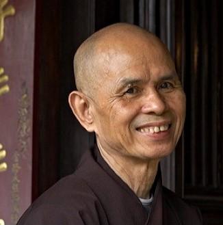 """Thich Nhat Hanh: """"Inspirando invito mia madre che è in me ad inspirare con me""""."""