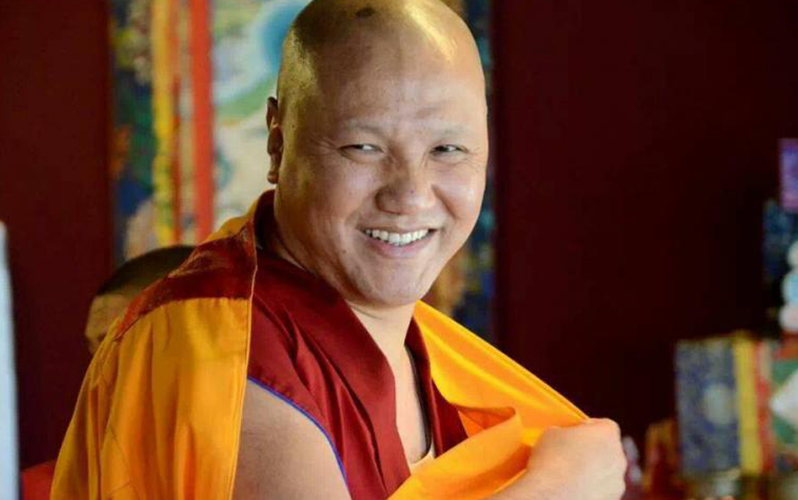 Ven.Sangye Nyenpa Rinpoce: Tutti hanno ascoltato, letto e capito questoprimo verso, ora non basta aver ascoltato tutto ciò, ma occorre praticarlo.