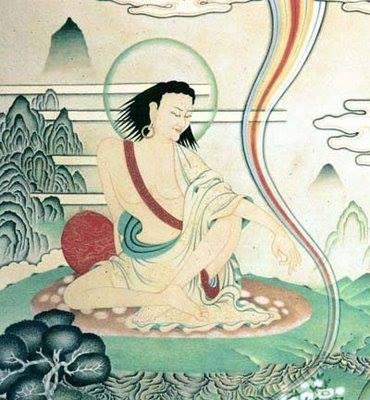 """Quando fu in presenza di Marpa, Milarepa pose i piedi del lama sul suo capo e gridò: """"Sono un gran peccatore e vengo dall'ovest! Vi offroilmio corpo,lamia parola e la mia mente. Vi prego di nutrirmi, vestirmi e insegnarmi il Dharma. Datemi modo di diventare un Buddha in questavita!"""""""