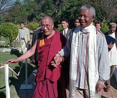 il-dalai-lama-con-nelson-mandela-19961