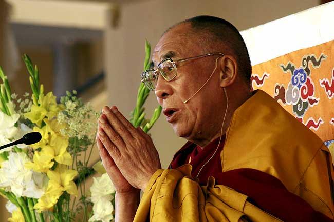 sua-santita-il-dalai-lama-apre-la-sessione-di-preghiere-a-dharamsala