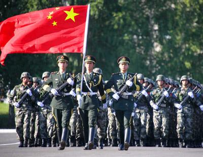 Soldati cinesi in marcia