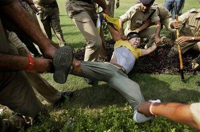 Le proteste dei tibetani a Delhi