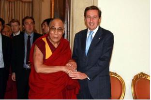 Il Dalai Lama ed il Presidente della Camera Fini