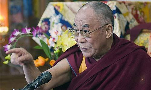 """Il primo ministro indiano Singh: """"Il Dalai Lama è un capo religioso, non politico, ed è un ospite d'onore per l'India""""."""