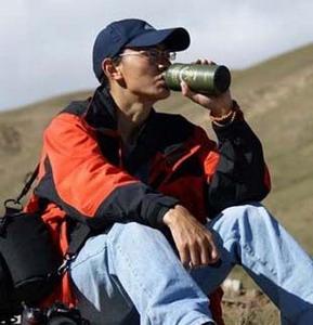 Kunga Tsayang scrittore e blogger tibetano condannato da un tribunale cinese per le sue attività editoriali.
