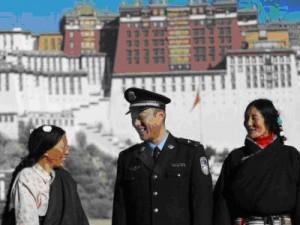 L'Ong tibetana Free Tibet a Copenhagen accusa la Cina d'usare l'emergenza clima per reprimere il popolo tibetano.