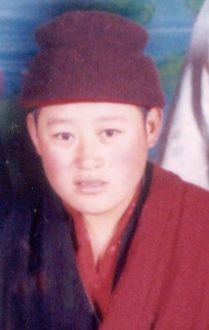 Yangkyi Dolma, 33 anni, monaca tibetana del monastero Kardze Lamdrag deceduta in circostanze poco chiare in un carcere cinese.