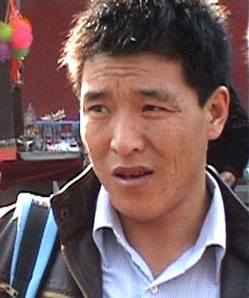 Dhondup Wangchen, trentacinque anni, fu arrestato il 26 marzo 2008 assieme al suo assistente, il monaco Jigme Gyatso, per aver girato, in Tibet, il film Leaving Fear Behind, un documento sulla vita e le aspirazioni dei tibetani alla vigilia dei Giochi Olimpici.