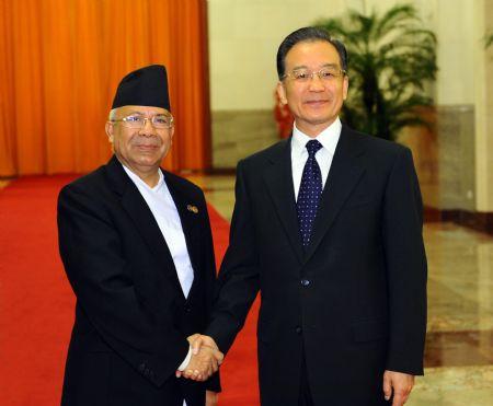 Il primo ministro nepalese Madhav Kumar col presidente cinese Hu Jintao