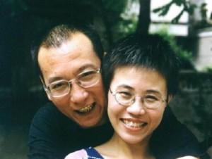"""Il 25 dicembre il Tribunale di Pechino ha condannato il dissidente Liu Xiaobo, a sinistra con la moglie, a 11 anni di carcere per """"incitamento alla sovversione"""" per avere scritto """"Carta 08"""", documento che chiede al governo il rispetto dei diritti umani riconosciuti nella Costituzione cinese e riforme democratiche. Liu è in carcere dall'8 dicembre 2008."""