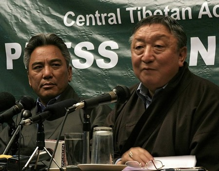 I due inviati del Dalai Lama Lodi Gyari e Kelsang Gyaltsen