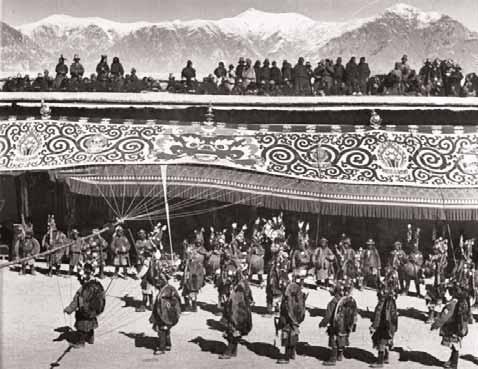 Un momento dei festeggiamenti del Capodanno Tibetano del 1938.