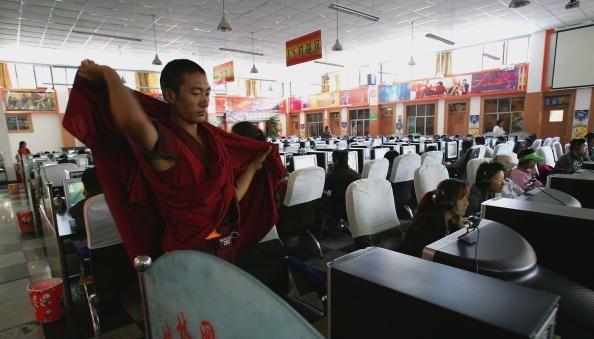 Nel novembre del 2008 Wangdu, un operatore sanitario tibetano, è stato condannato all'ergastolo per aver mandato una mail fuori dalla regione che conteneva informazioni sulle proteste della primavera precedente.