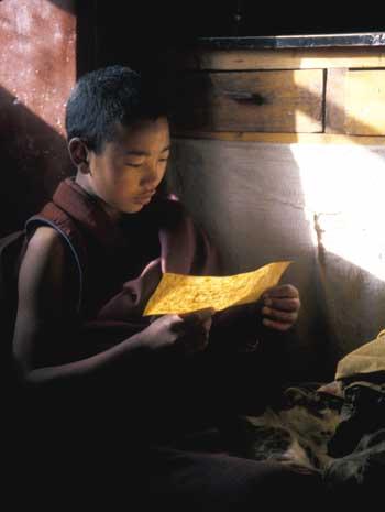 I funzionari cinesi, ufficialmente, hanno proibito la stampa e la fotocopia di materiale scritto in tibetano