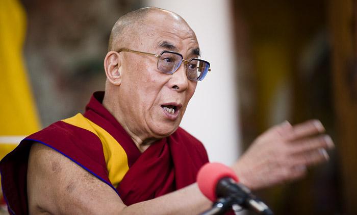 """Sua Santità il Dalai Lama: """"Non esiste un'istituzione legata al nome di Buddha né a quello di Nagarjuna. Restano gli insegnamenti, non le organizzazioni. Resteranno i miei pensieri, i miei libri, non l'istituzione""""."""