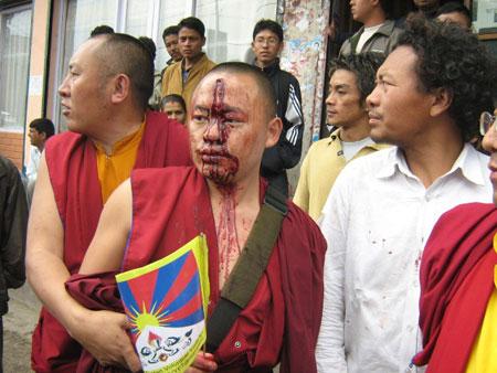 """""""Di fronte alle proteste pacifiche dei tibetani, le autorità cinesi ricorrono in modo abituale ad arresti arbitrati, carcerazioni e torture"""""""