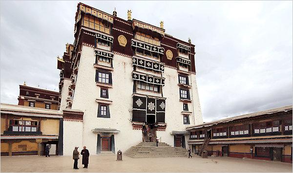 Nel Palazzo del Potala a Lhasa, già residenza del Dalai Lama, sono banditi i ritratti del Premio Nobel per la Pace