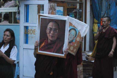 Manifestazione per la liberazione del Panchen Lama.
