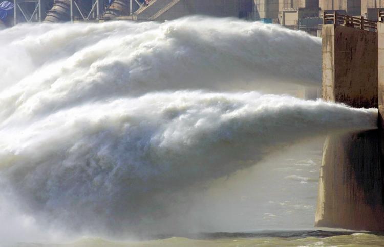 La diga di Lhundrub