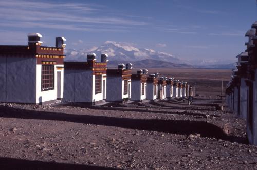 Nuovo insediamento di nomadi in Tibet.