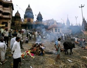 Manikarnika, funerali e pire sulle rive del Gange