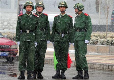 Polizia cinese chepresidia militarmente Lhasa