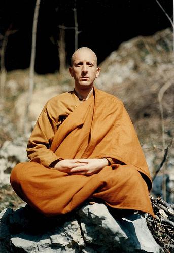 Ajhan Thanavaro in meditazione - Friuli 1991
