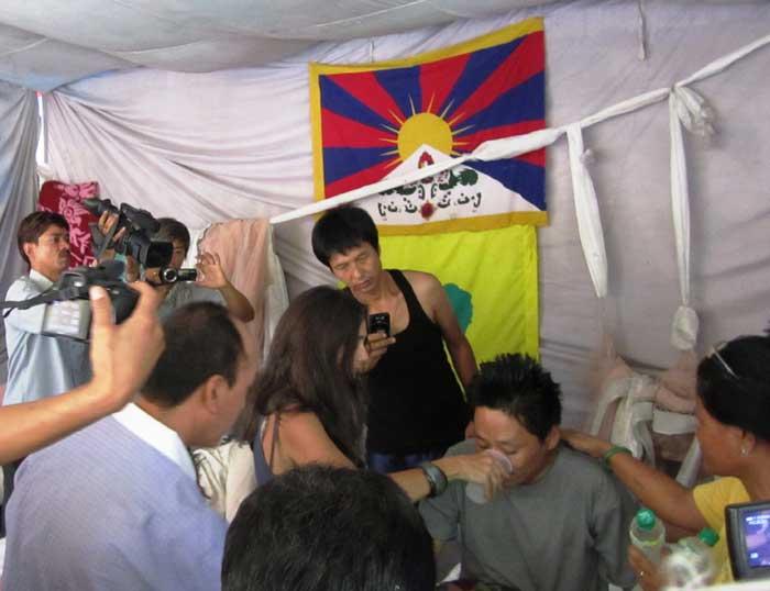 Lady Ashton, Alto Rappresentante dell'Unione Europea per gli Affari Esteri e la Sicurezza, ha per la prima volta pubblicamente manifestato la sua preoccupazione per la situazione creatasi a Ngaba e al monastero di Kirti.