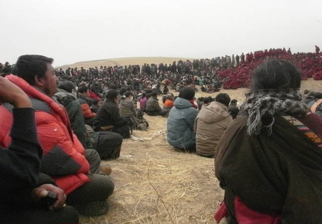 Il funerale di Phuntsok, il monaco di Kirti morto dopo essersi dato fuoco per protesta contro l'occupazione cinese.