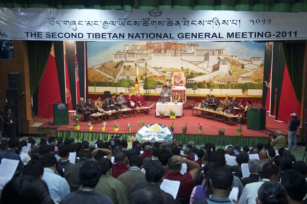 """Sua Santità il Dalai Lama ha fatto sapere di non poter accettare il ruolo di """"capo di stato cerimoniale"""" riservandosi tuttavia un attento esame dell'intero rapporto espresso dall'Assemblea Generale."""
