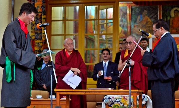 Il giuramento del nuovo Kalon Tripa Lobsang Sangay