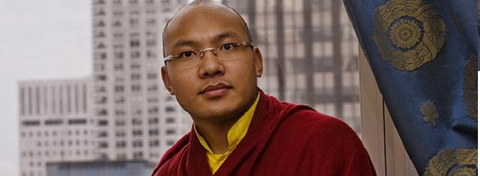 Il 17° Karmapa vive in esilio in India.