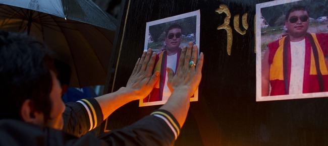 omaggio a Tsewang Norbu, il monaco di 29 anni immolatosi dandosi fuoco a ferragosto invocando la libertà del Tibet e il ritorno del Dalai Lama