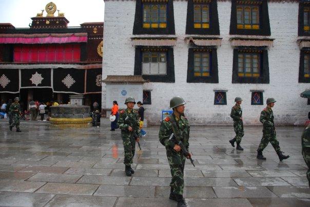 La repressione nei monasteri in Tibet impedisce anche le pratiche religiose.