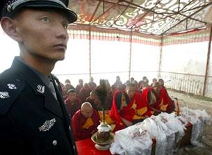 """Le autorità cinesi stanno pianificando nuove sessioni di """"rieducazione patriottica"""" per diminuire in modo significativo la resistenza dei monaci."""