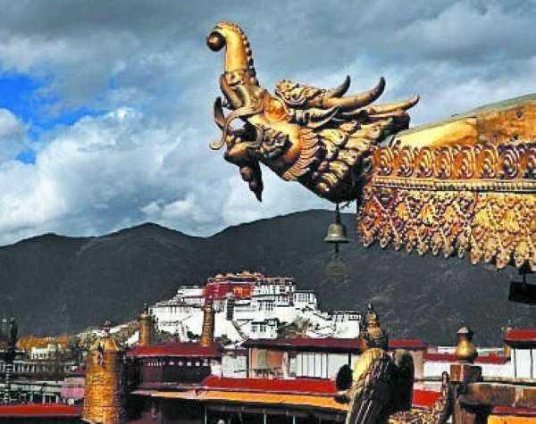 """A conclusione del rapporto, il governo USA denuncia la persecuzione religiosa e la discriminazione in atto in Tibet e chiede ai leader cinesi di """"impegnarsi in un costruttivo dialogo con il Dalai Lama e i suoi rappresentanti."""